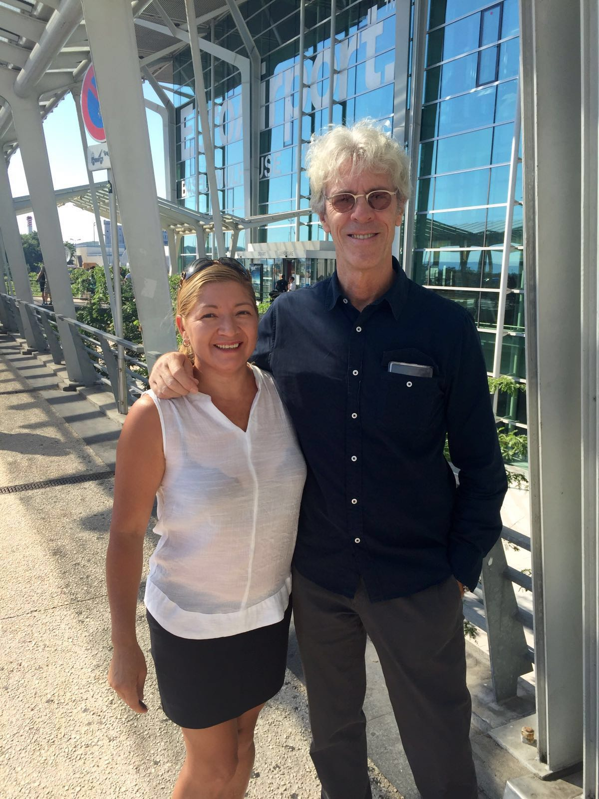 Servicio de Limusina Suizo Maria Castillo con el baterista Stewart Copeland de la antigua banda mundial The Police en el aeropuerto de Basilea EuroAirport.